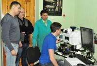 Спеціаліст офіційного дилеру ОРТЕС Connecting solutions провів збірку мікроскопу LEEDS Discovery Zeiss